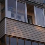 Остекление Slidors. Внешняя отделка балкона сайдингом